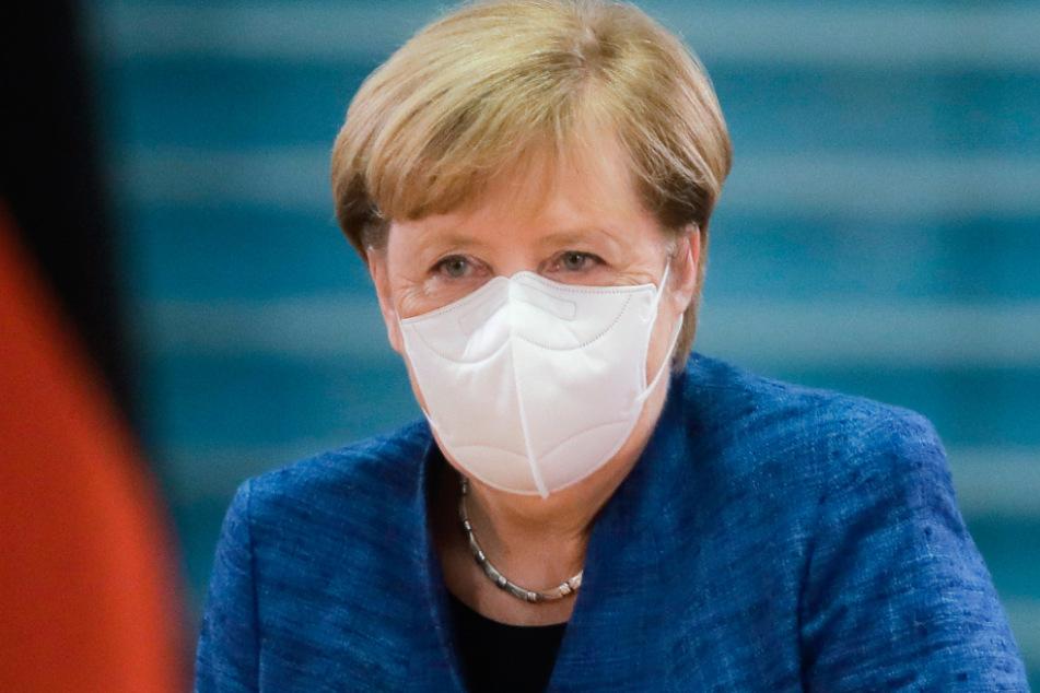 Kanzlerin Merkel (66, CDU) mit Maske.