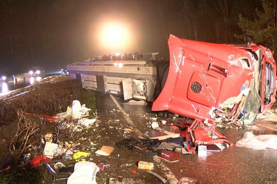 Schwerer Unfall auf der Autobahn: Lastwagen-Fahrer eingeklemmt