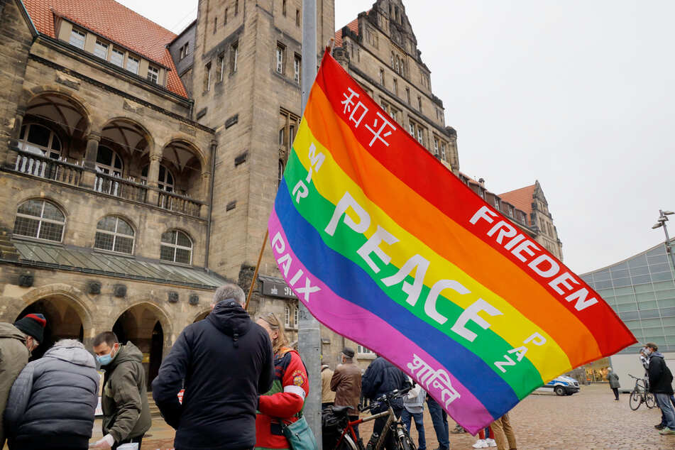 Auf dem Chemnitzer Neumarkt demonstrierten am Karfreitag die Anhänger der Chemnitzer Friedensinitiative. Sie forderten eine militärische Abrüstung.