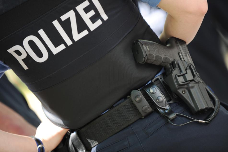 Nachbar hört Schüsse, dann will Randalierer Polizist in die Hand beißen