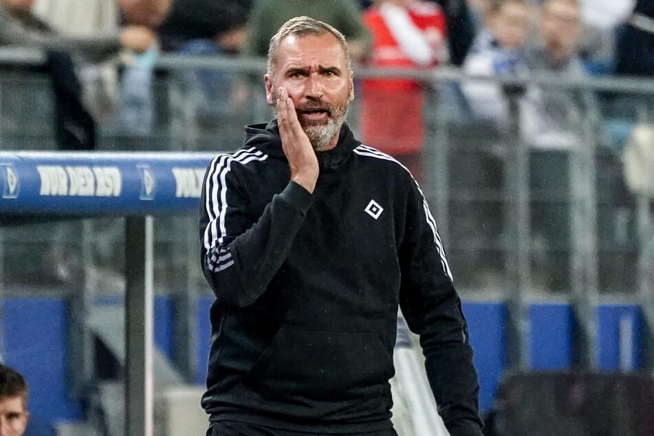 HSV-Coach Tim Walter (45) tritt mit seiner Mannschaft am Samstagabend beim SV Werder Bremen an und weiß um die Bedeutung des Nordderbys.
