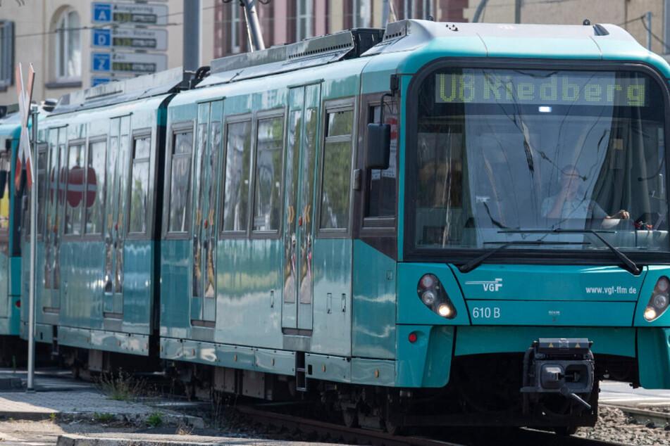 Das Archivbild zeigt eine U-Bahn der Linie U8 in Frankfurt am Main.