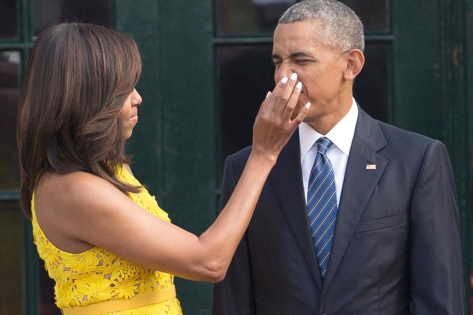 Barack Obama (r), damals US-Präsident, und First Lady Michelle Obama bereiten sich auf den Empfang des Premierministers von Singapur auf dem Südrasen des Weißen Hauses vor.
