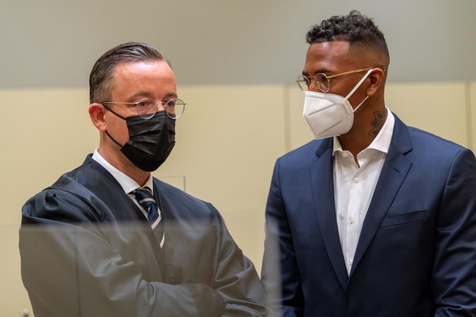 Jerome Boateng (33, r.) mit seinem ehemaligen Anwalt Kai Walden bei der ersten Verhandlung im Amtsgericht München.
