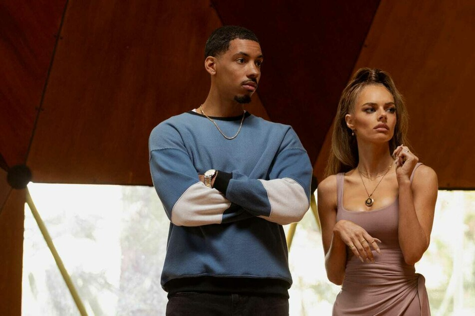 Das Influencer-Paar Ben (Melvin Gregg, 32) und Jessica Chandler (Samara Weaving, 29) will seine Ehe retten.