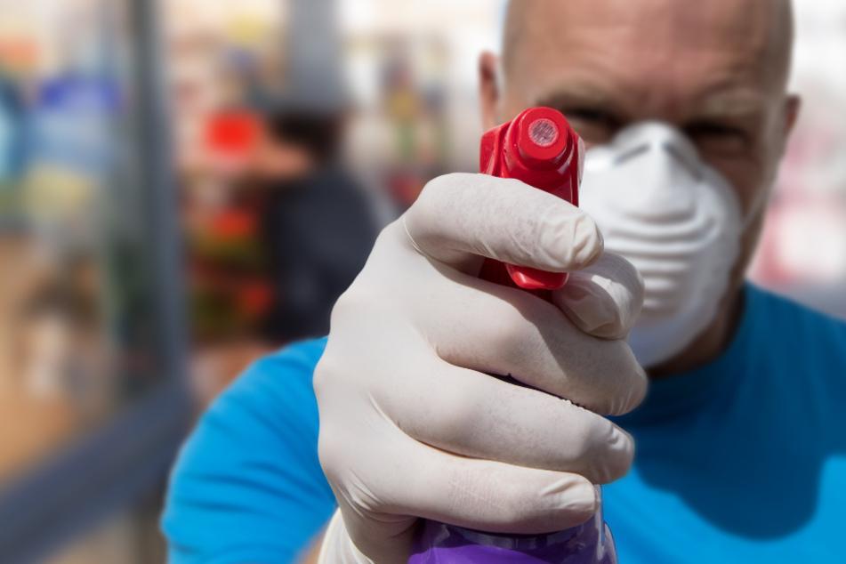 Münchner attackiert Nachbarin mit Desinfektionsmittel