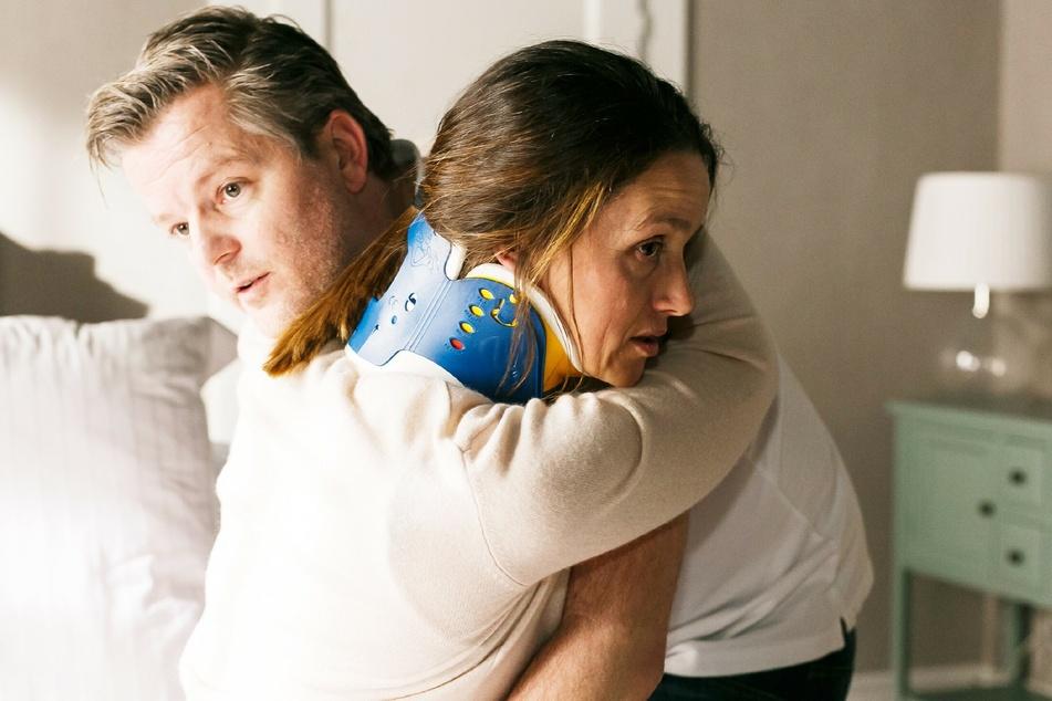 """Nach 14 Jahren steigt """"Ingo Zadek"""" (André Dietz,45), hier mit Kollegin Jenny (Kaja Schmidt-Tychsen,39), bei """"Alles was Zählt"""" aus."""