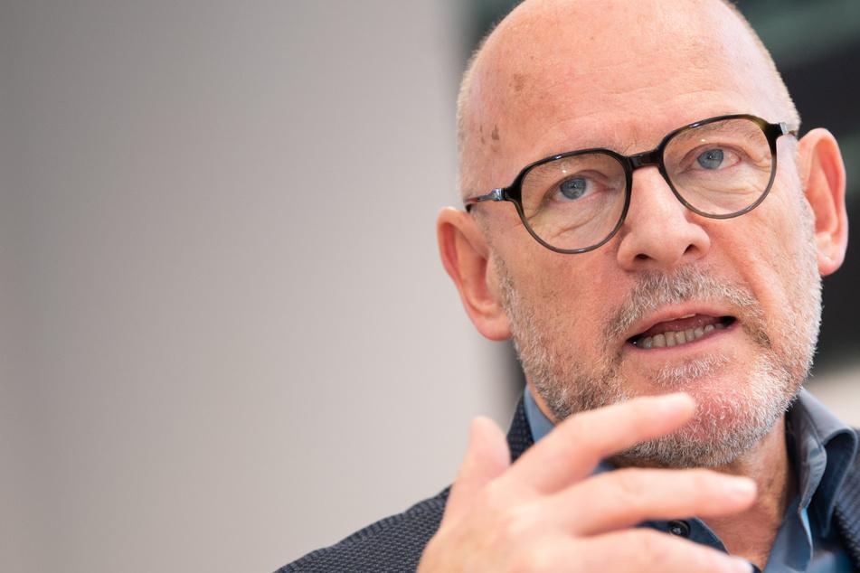 Verkehrsminister Hermann: E-Autos fahren nicht klimaneutral