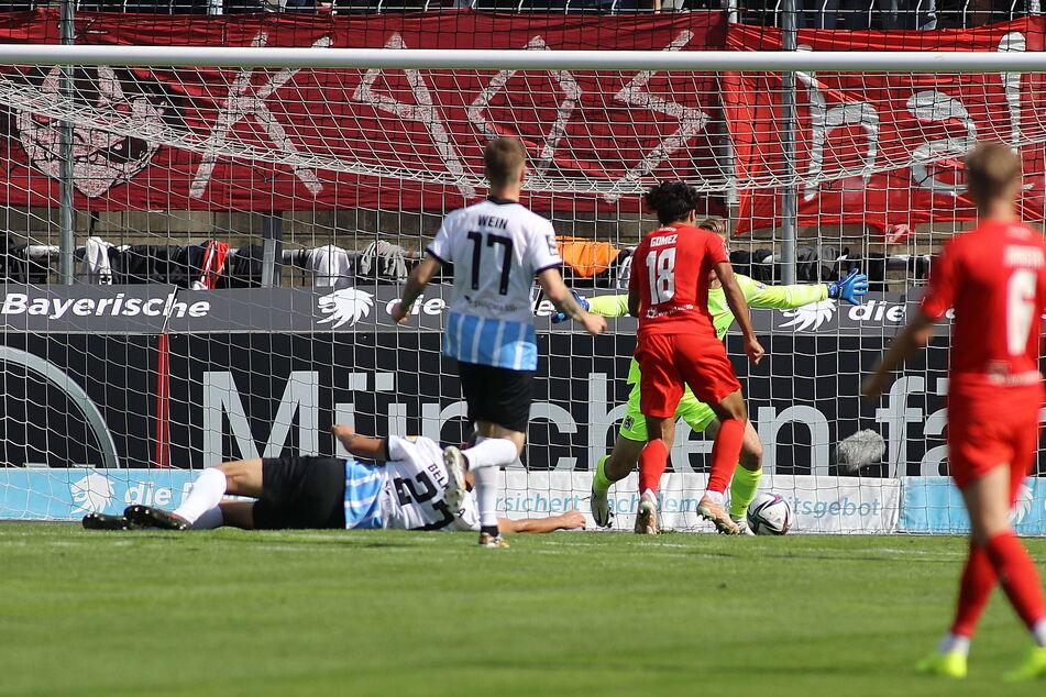 Johan Gomez (Nummer 18) setzte sich bei den Münchner Löwen in dieser Szene robust durch und erzielte den Zwickauer Führungstreffer.