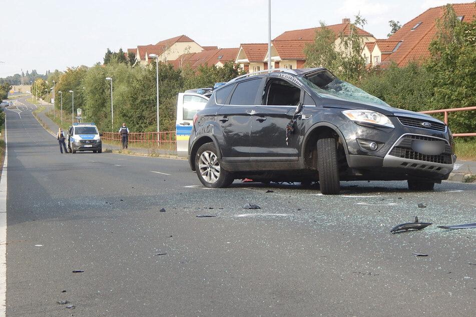 Auch ein zweites Auto war in den Unfall verwickelt und wurde schwer beschädigt.