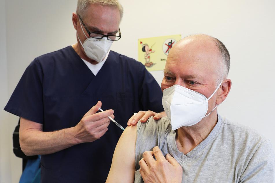 Mehr als drei Millionen Menschen sind in NRW bereits mindestens einmal gegen das Coronavirus geimpft worden.