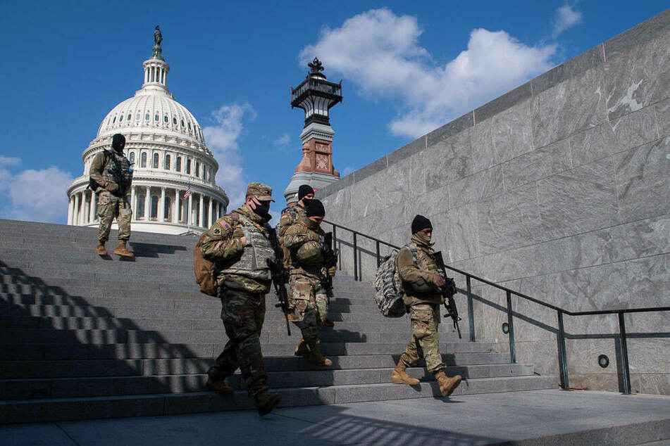 Pentagon extends National Guard presence in Washington