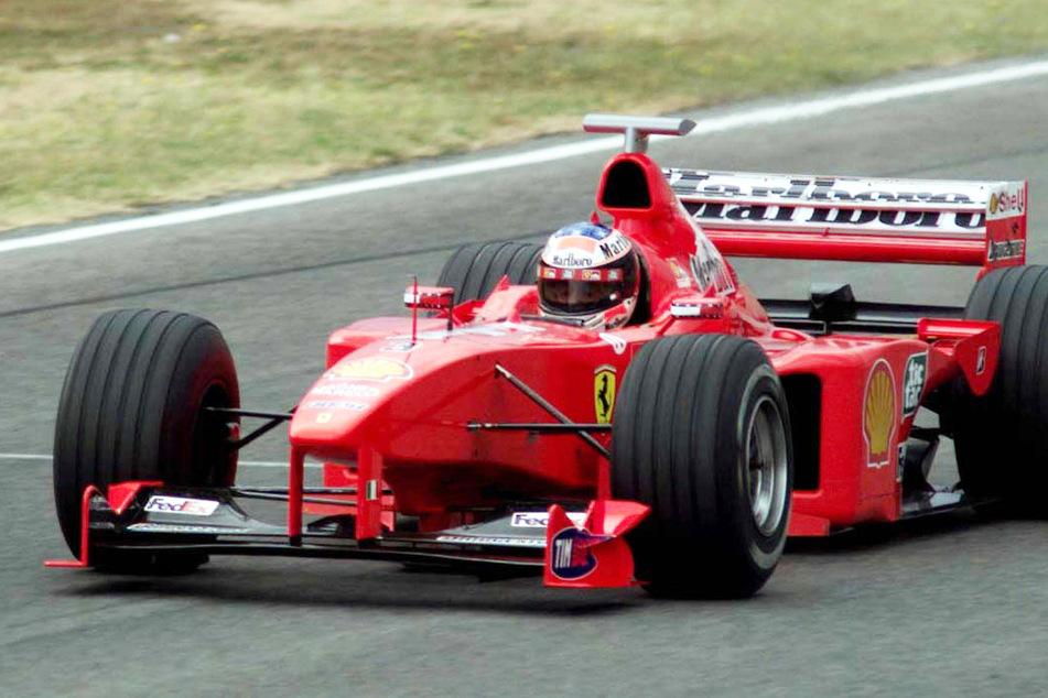Michael Schumacher (heute 52), damaliger Formel-1-Pilot, in seinem Ferrari. (Archivbild)