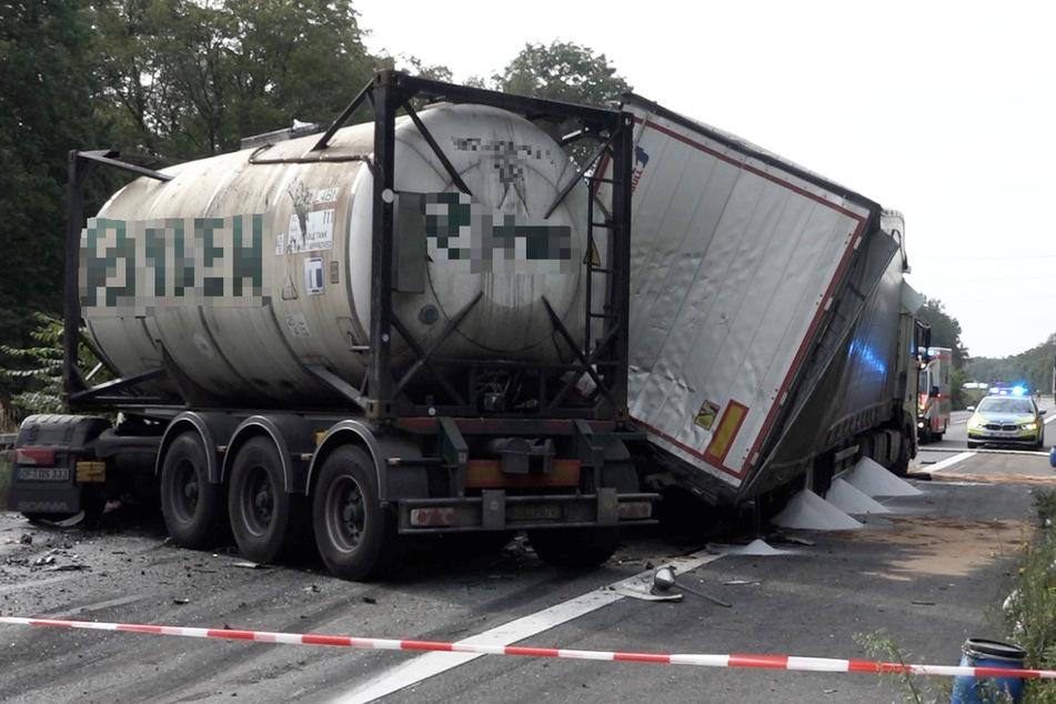 Aus einem der beteiligten Lastwagen trat Gefahrgut aus, die A67 wurde in beide Richtungen voll gesperrt.