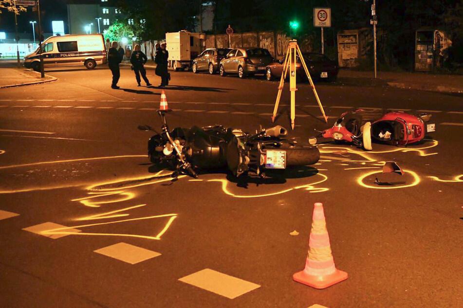 17-Jähriger kracht mit geklautem Moped in Motorrad: Zwei Schwerverletzte