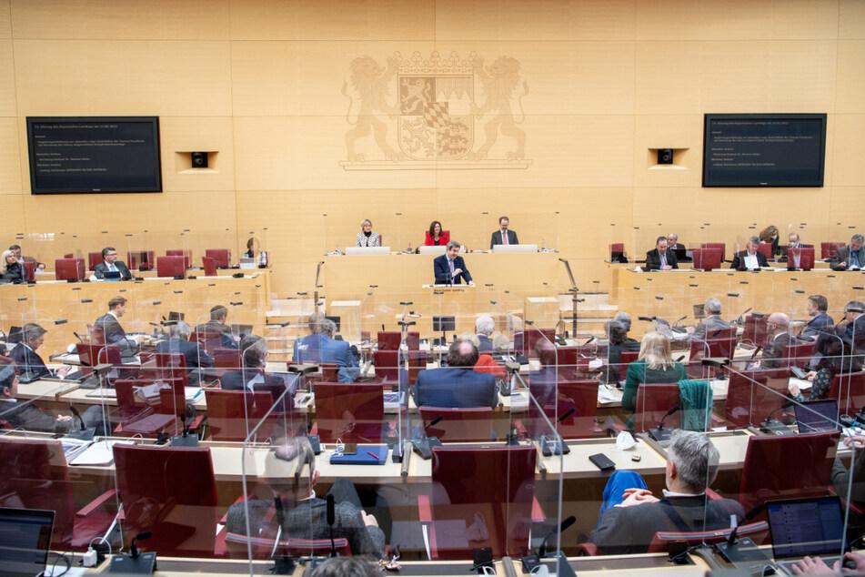Der bayerische Landtag wird am Dienstag erneut über das umstrittene Änderungsgesetz diskutieren. (Archiv)