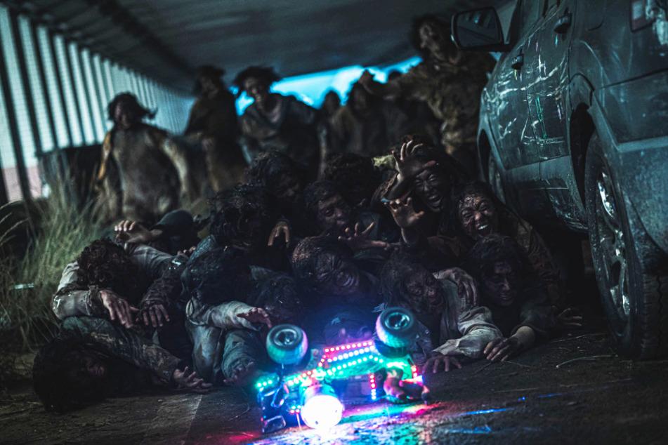 Ein Ausweg für die Menschen vor Ort: Die Zombies lassen sich von Geräuschen ablenken.