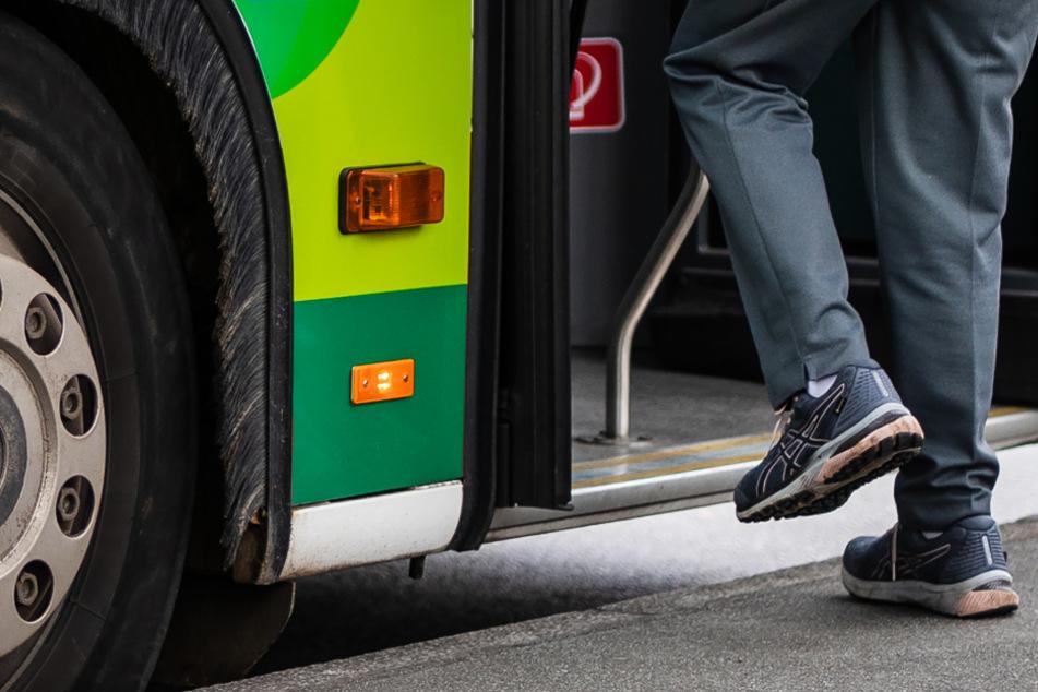 Mann überfällt Busfahrerin in Stuttgart und erbeutet mehrere Hundert Euro