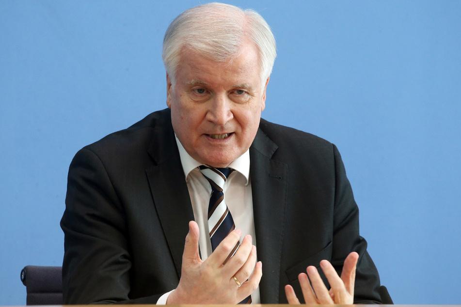 Bundesinnenminister Horst Seehofer (72, CSU).