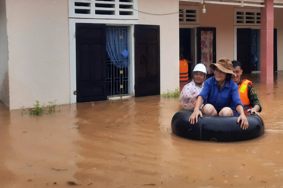 Severe flooding in Vietnamese tourist destination kills at least 18