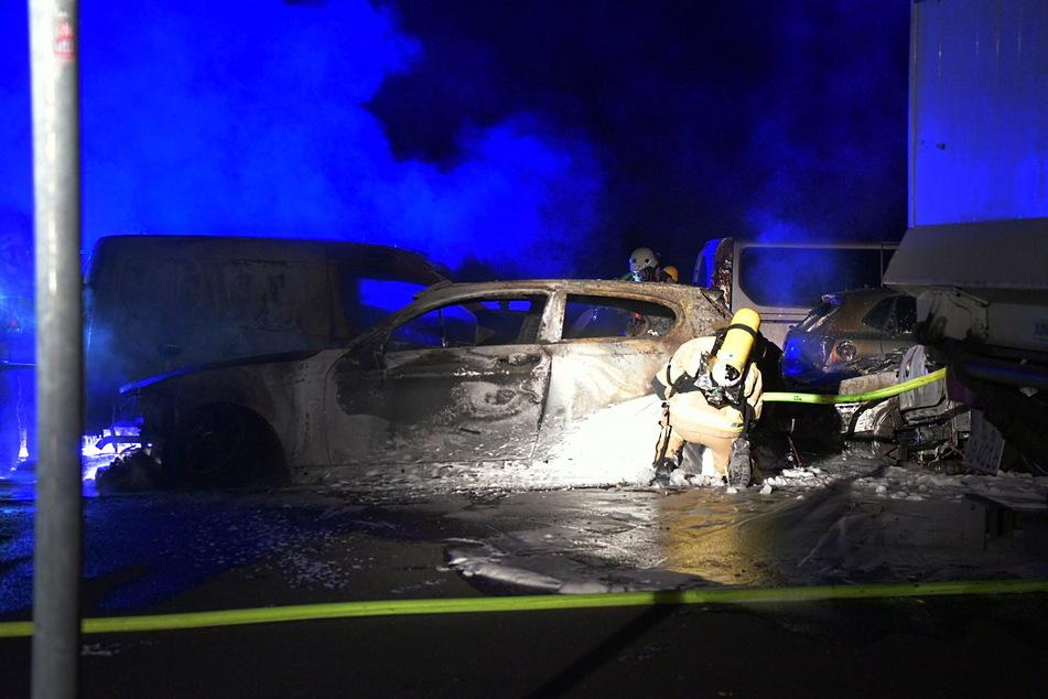 In Pankow standen vier Autos in Flammen.