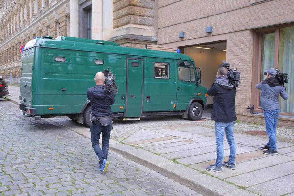 Hier kommt Abdul Majed Remmo (22) am Amtsgericht Dresden an.