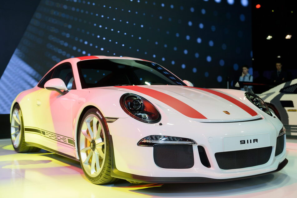 Solch einen Porsche fuhr der Rockmusiker - nur in schwarz.