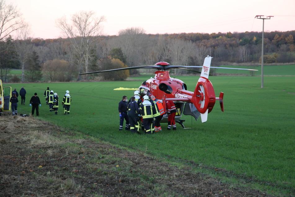 Der Gleitschirm-Pilot wurde mit schweren Verletzungen ins Krankenhaus gebracht.