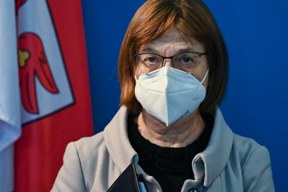 Brandenburgs Gesundheitsministerin Ursula Nonnemacher (63, Grüne) hält die Priorisierung bei den Corona-Impfungen für gerecht.