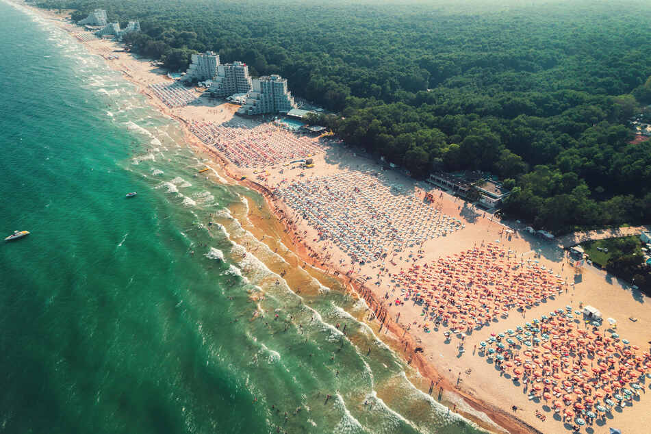 Drohnen-Foto des Albena Sandy Beach Resorts in Bulgarien.