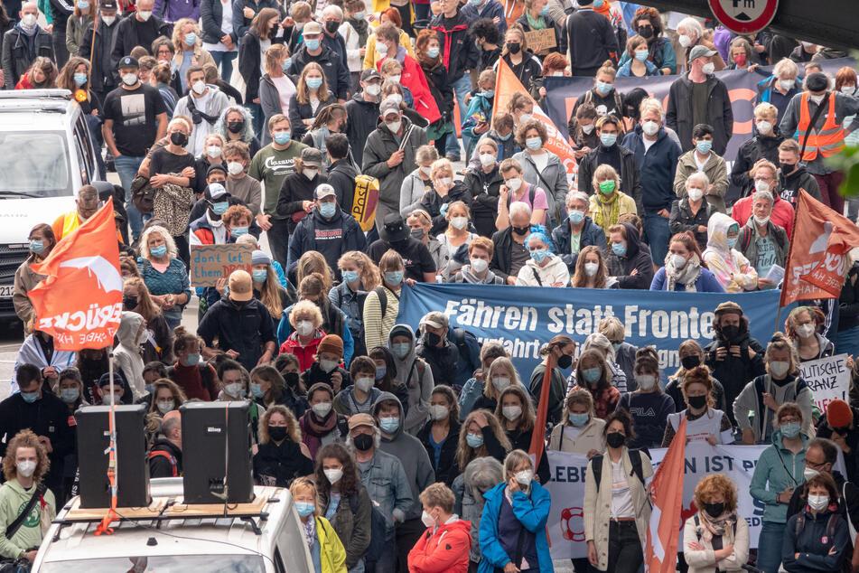 Hamburg: Hunderte demonstrieren in Hamburg für Seenotrettung im Mittelmeer