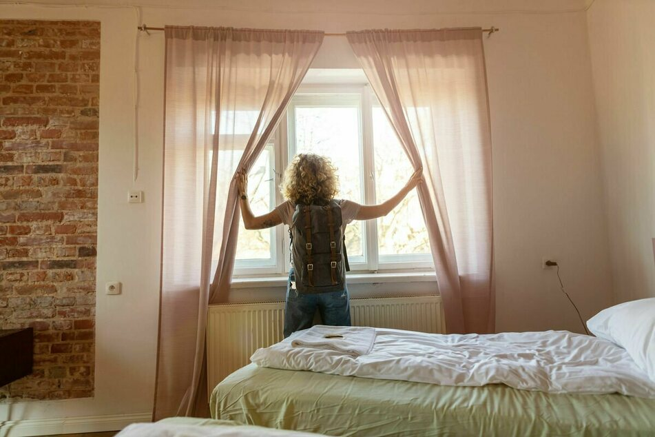 Instead of a nice trip in a rented apartment, the young woman was awaited by pure horror (stock image).