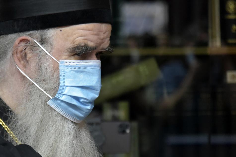 Der serbisch-orthodoxe Bischof Amfilohije, ist an den Folgen einer Corona-Erkrankung gestorben.