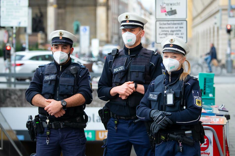Bei Festnahmen oder im Dienst angespuckt: Mehr als 1400 Corona-Infektionen bei bayerischen Polizisten