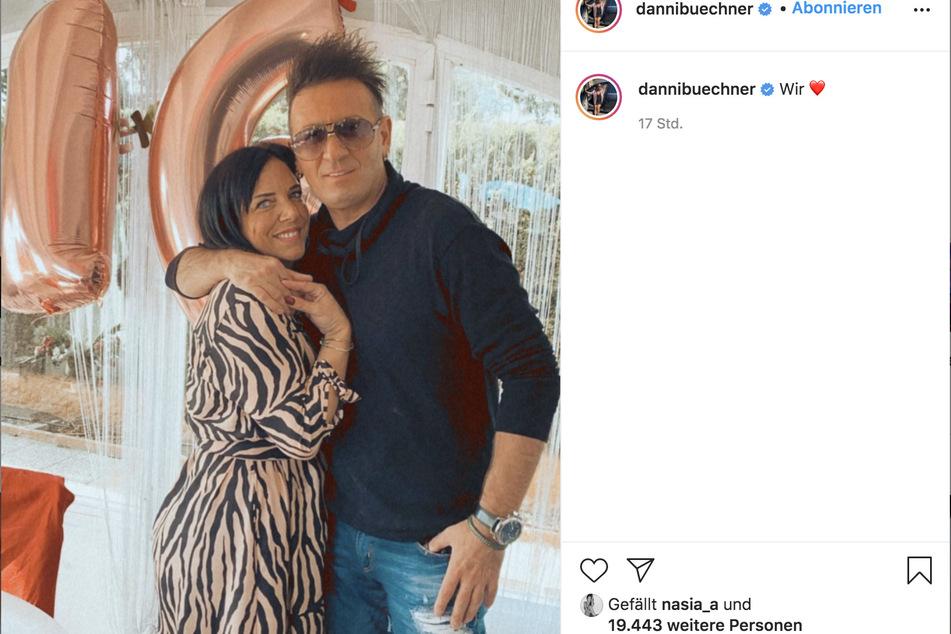 Dieses gemeinsame Instagram-Foto ist das erste Bild, das Danni Büchner (42) und Ennesto Monté (45) als Liebes-Paar zeigt.