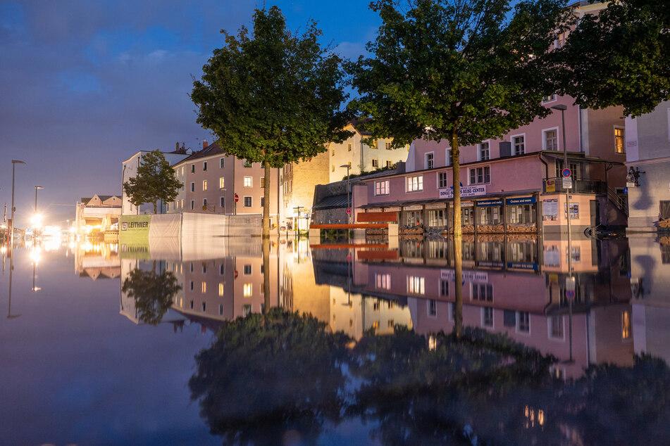 Im bayrischen Passau stieg die Donau bis kurz unter der höchsten Hochwasserwarnstufe.