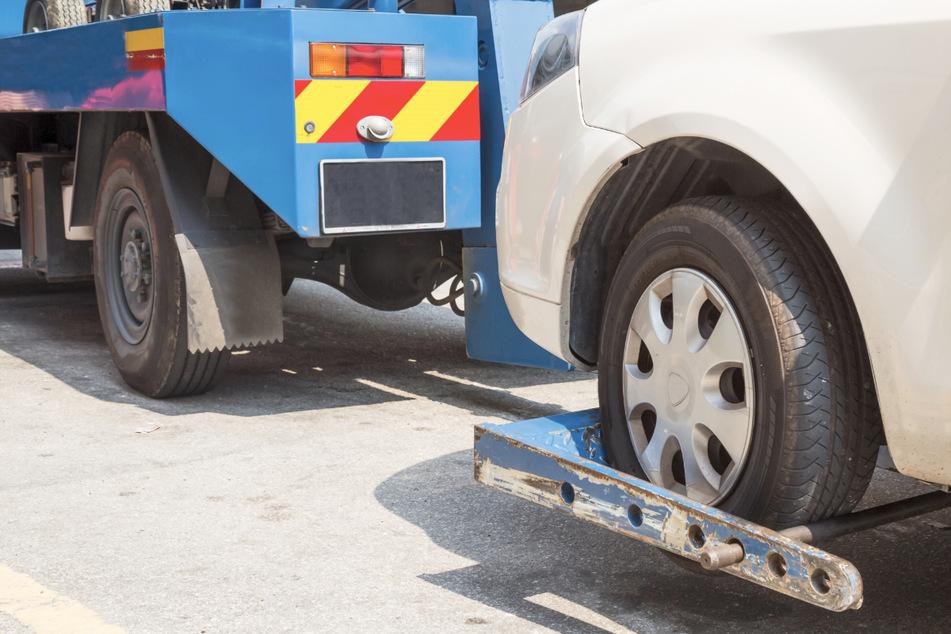 Der Streit zwischen den beiden Männern eskalierte, als der Mitarbeiter das Auto des Fahrzeugführers abschleppen wollte. (Symbolbild)