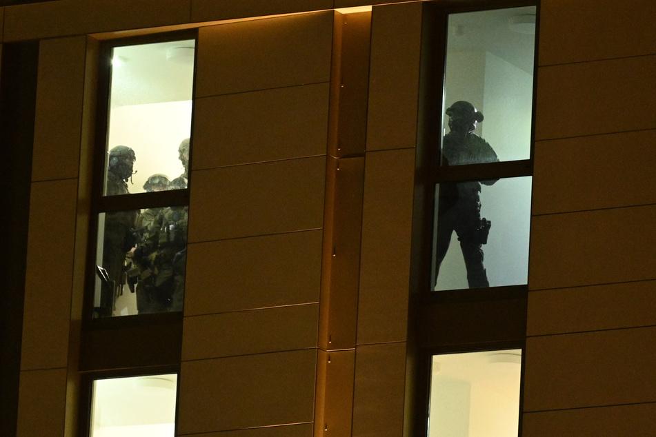 Spezialkommandos der Polizei hatten das Hotel in Düsseldorf stundenlang durchkämmt.