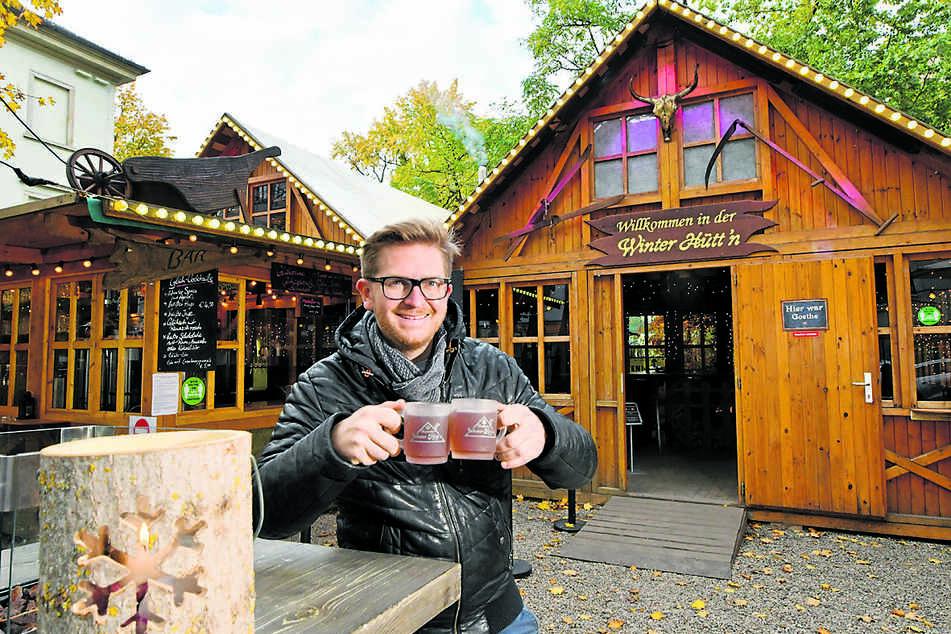 Josef Dölle (37) ist für kalte Abend gewappnet: Die Neustädter Winterhütte ist eröffnet.