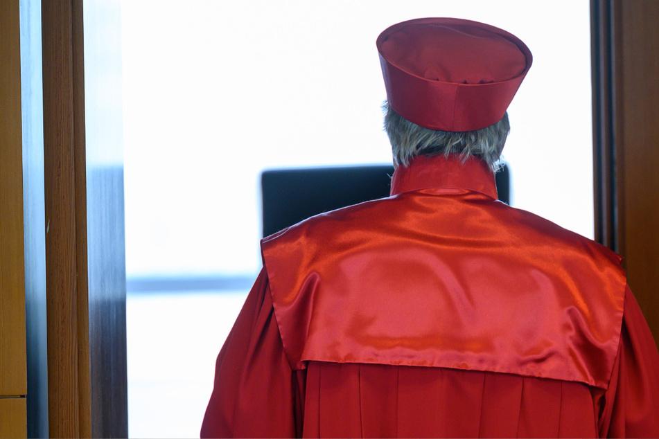 Die Richter des Bundesverfassungsgerichts in Karlsruhe haben zu Corona-Beschränkungen für Junge und Alte entschieden.