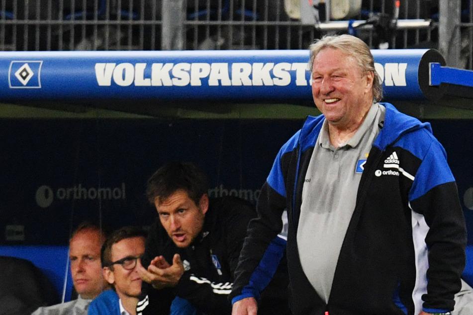 HSV-Interimscoach Horst Hrubesch (70) will die Rothosen mit guter Laune in die Relegation führen.