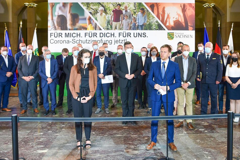 Gesundheitsstaatssekretärin Dagmar Neukirch (48, SPD) und Ministerpräsident Michael Kretschmer (46, CDU) informierten am Dienstag zur aktuellen Corona-Lage in Sachsen.
