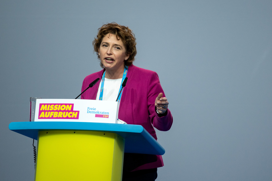 Nicola Beer, stellvertretende FDP-Vorsitzende, eröffnet den Bundesparteitag der Freien Demokraten (FDP).