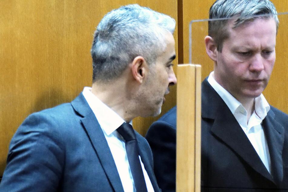 Das Foto vom Dienstag zeigt den Hauptangeklagten Stephan Ernst (r) und seinen Anwalt Mustafa Kaplan im Gerichtssaal des Oberlandesgerichtes Frankfurt.
