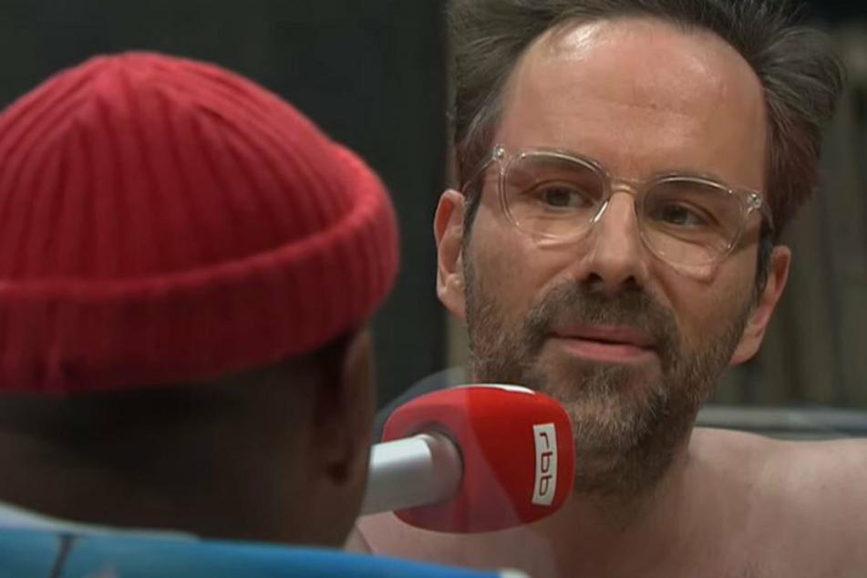 "Tedros ""Teddy"" Teclebrhan bei ""Chez Krömer"": Kurt Krömer zieht blank"