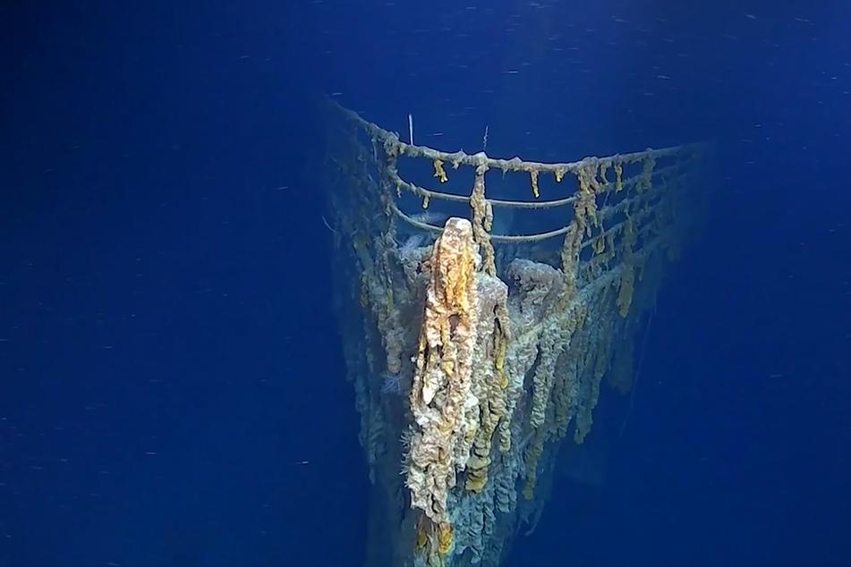 Bakterien, die sich durch die Schiffshülle fressen, Rost und Ozeanströmungen setzen dem Wrack stark zu.
