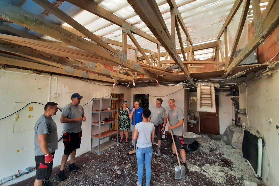 Die Helfer machten sich ein Bild von der Zerstörung in Stebno.