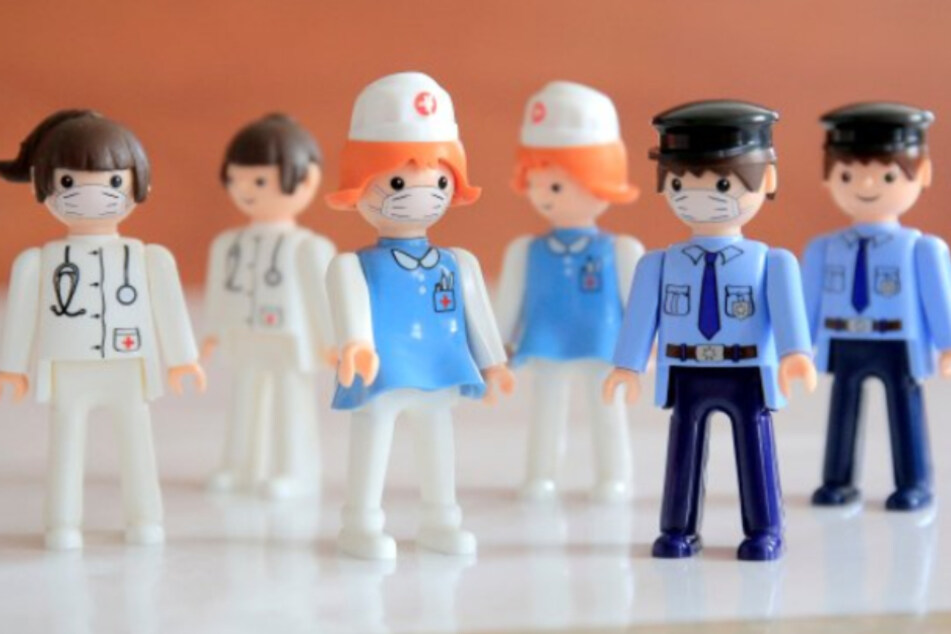 Wegen Corona: Spielzeugfirma verkauft jetzt Plastikfiguren mit Mundschutz