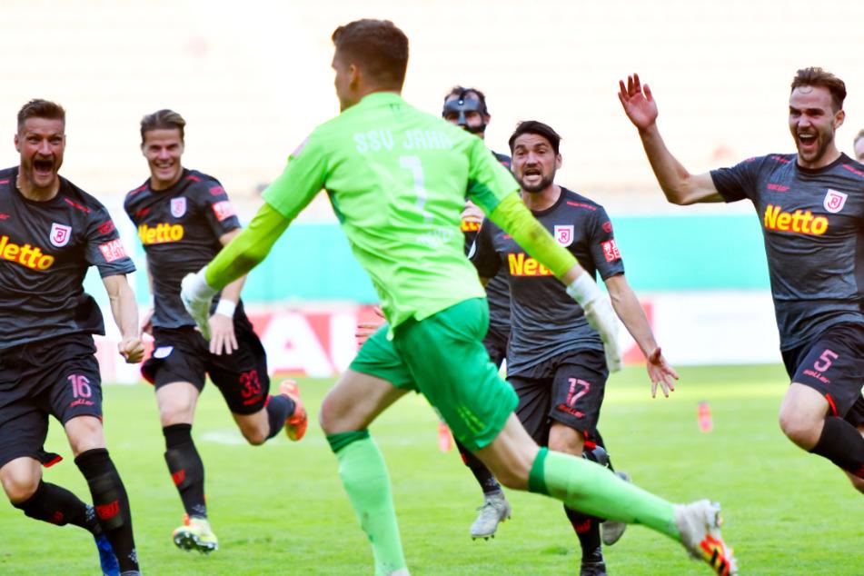 SSV Jahn Regensburg gewann im DFB-Pokal bei Drittligist 1. FC Kaiserslautern im Elfmeterschießen.