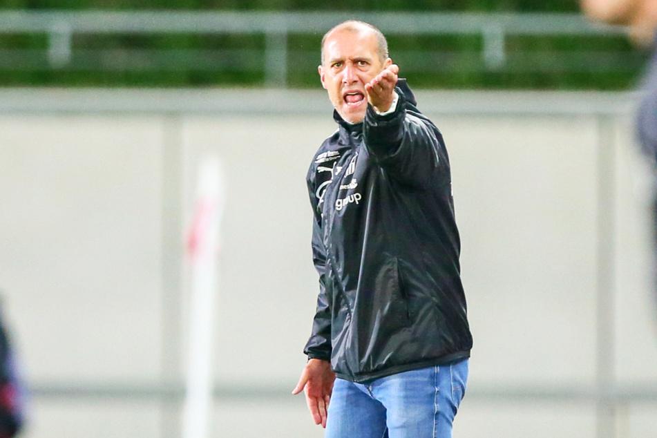 FSV-Trainer Joe Enochs (50) war schockiert über die Vorwürfe und widersprach Schnorrenberg (44) eindringlich.
